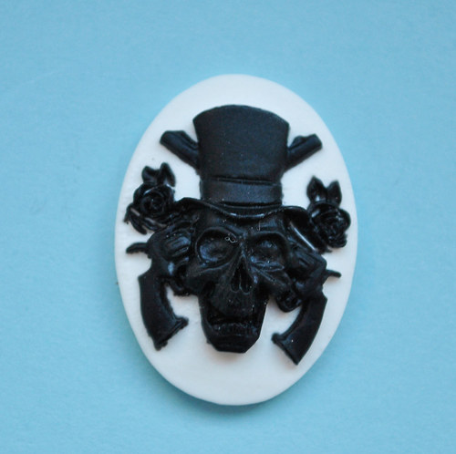 Cameo Skull, Roses and Guns 25x18 mm