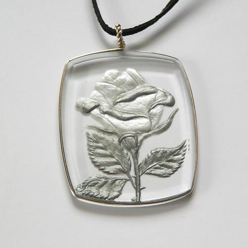 Stříbrná růže