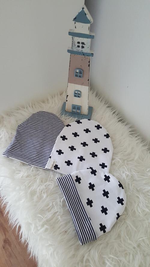 Oboustranná homeless čepička Black & White