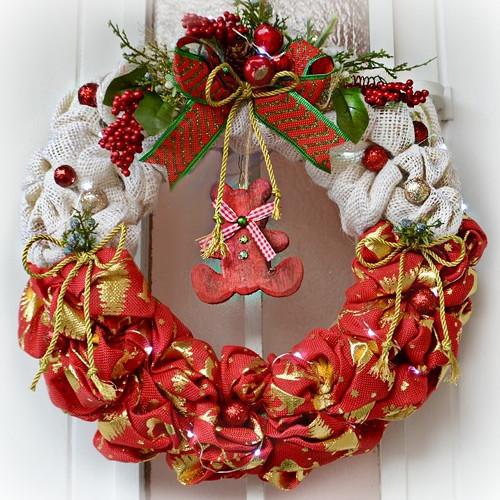 Vánoční věnec na dveře s LED osvětlením