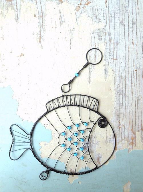 Plave, plave rybička, veze kousek štěstíčka....