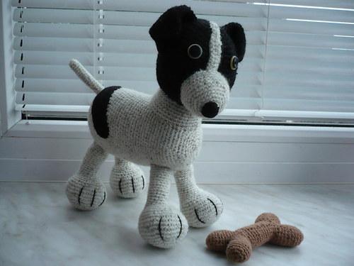 Háčkovaný pes BONDY