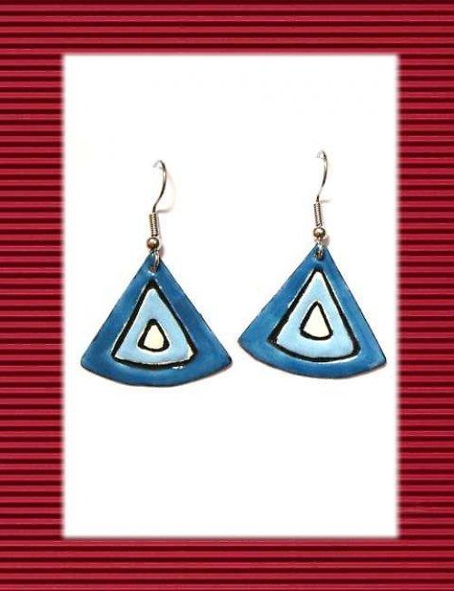 Modré zaoblené trojúhelníky