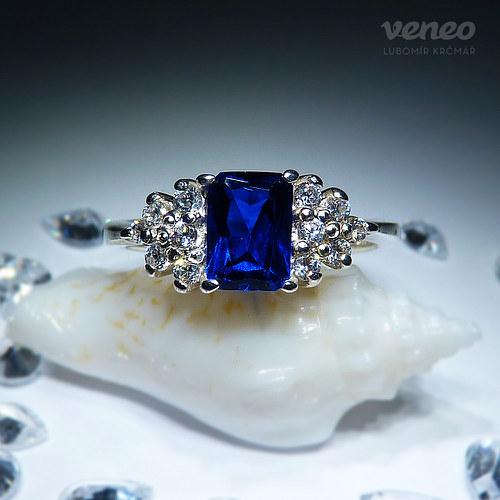 Princezna - prsten se safírem a čirými zirkony