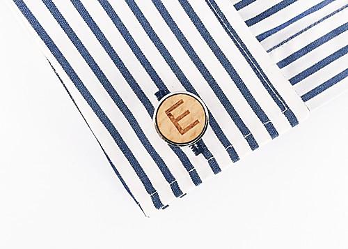 Dřevěný manžetový knoflíček Písmeno E