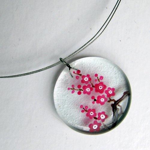skleněný šperk malovaný