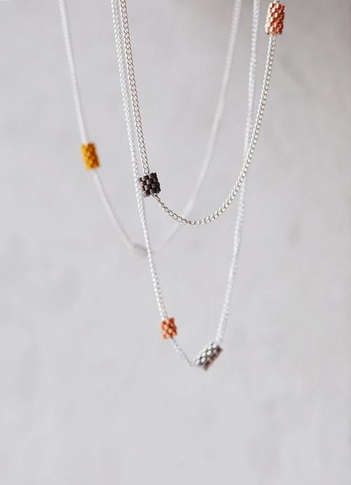 Strieborný náhrdelník s príveskami podľa Vás
