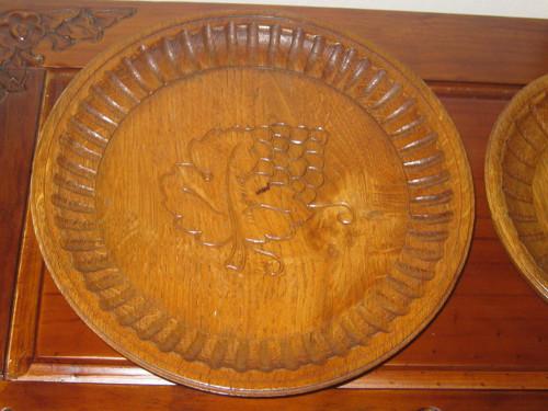 Řezbovaný dřevěný talířek, miska-větší