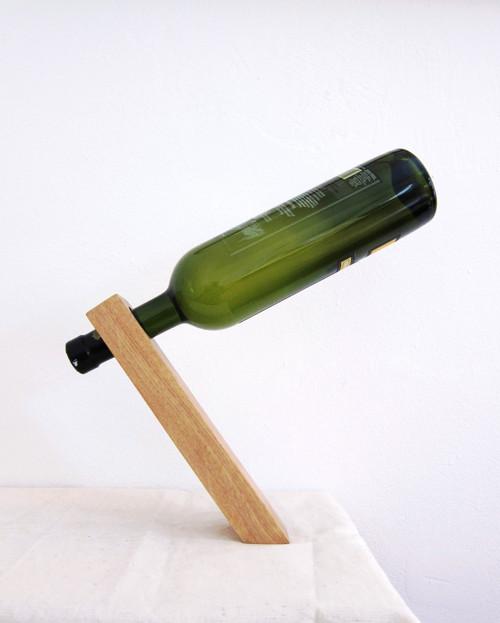 Dubový stojan na víno