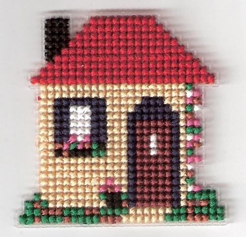 Vyšívaná magnetka - domeček