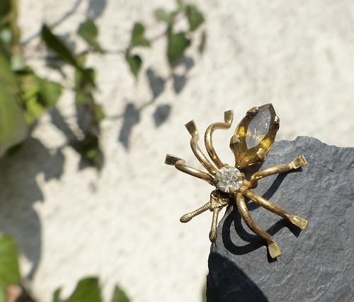 Pavouček pro štěstí...bižuterní brož, pavouk