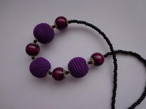 Háčkované korále fialové