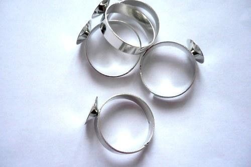 Prstenový základ na rivoli
