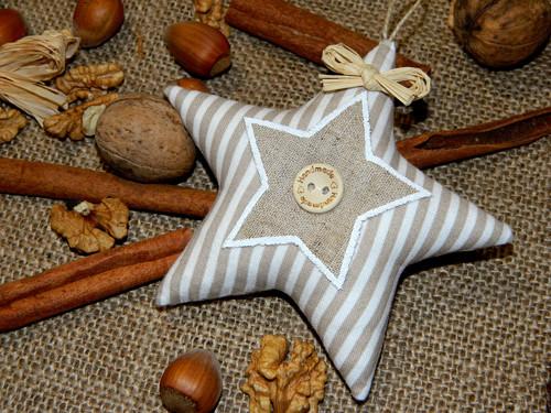 Vánoce (s)něžné - hvězdička v proužku