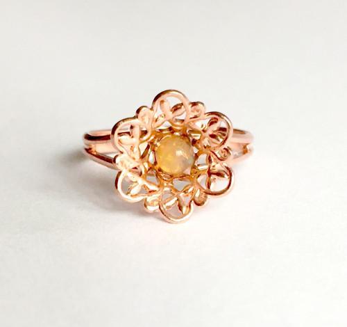 Jemný prsten s welo opálem, rúžové zlato
