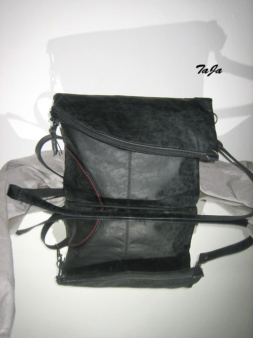 In detail variabl - kožená v černé