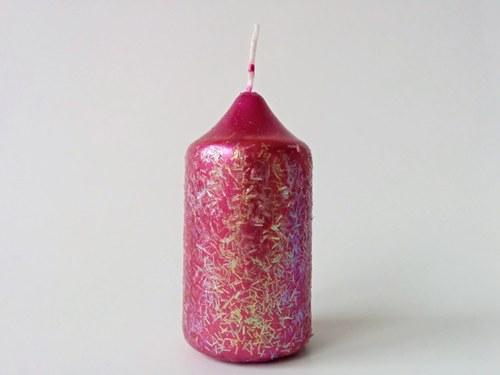 Malá růžová svíčka s barevnými flitry