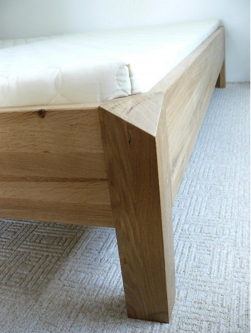 Masivní postel - V