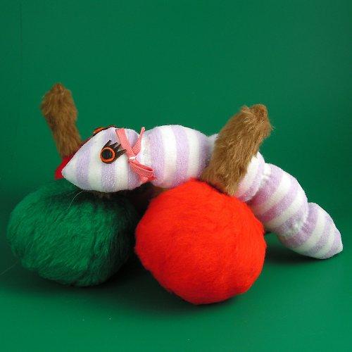 Housenka - autorská hračka