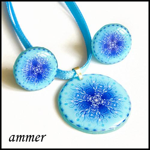 Křížek s florálními prvky (modrý)