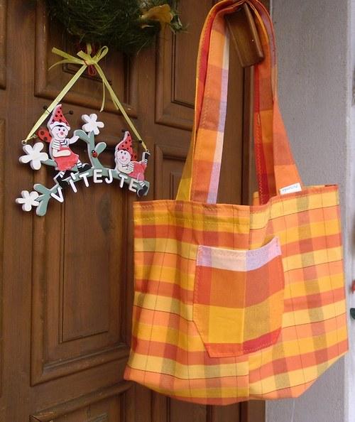 Pestré kostkované tašky na cokoli ......