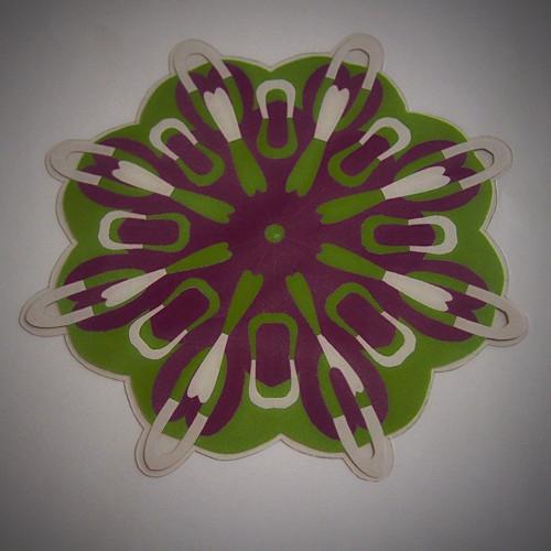 Laminovaná podložka pod hrneček -dvoubarevná kytka