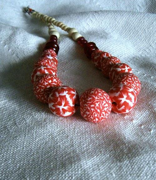červený kuličkový náhrdelník