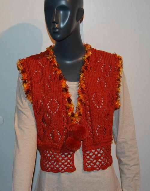 Pletená vestička s háčkovaným lemem