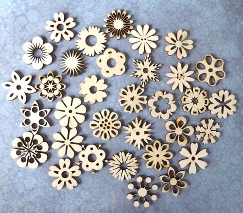 Mix dřevěných dekorací - květiny