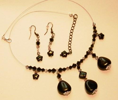 Temně fialové kameny v černé (112)