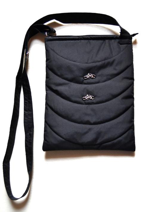 Lehká černá kabelka