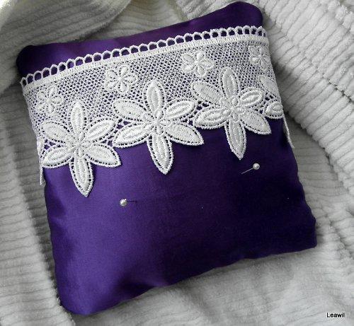 Polštářek pod prstýnky fialový s krajkou