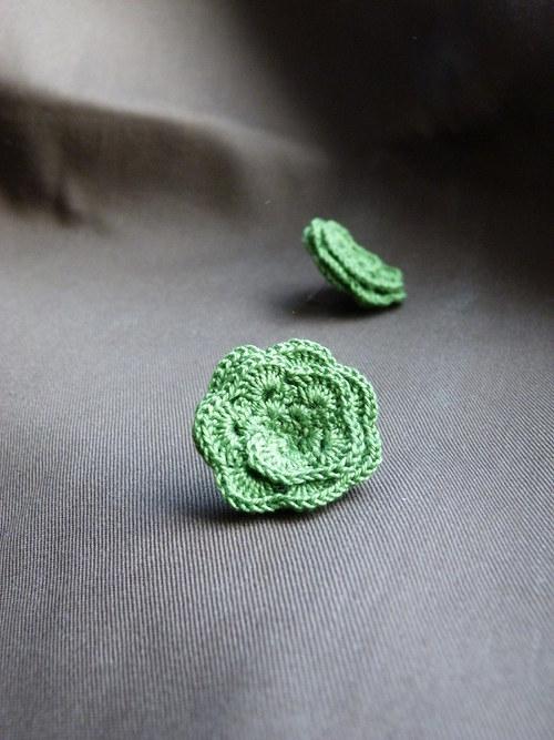 Zelené háčkované květy