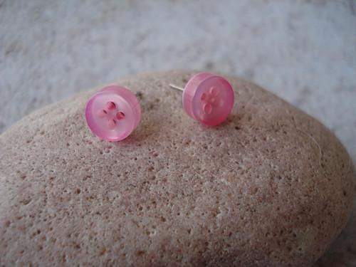 Náušnice - svět je růžový knoflík