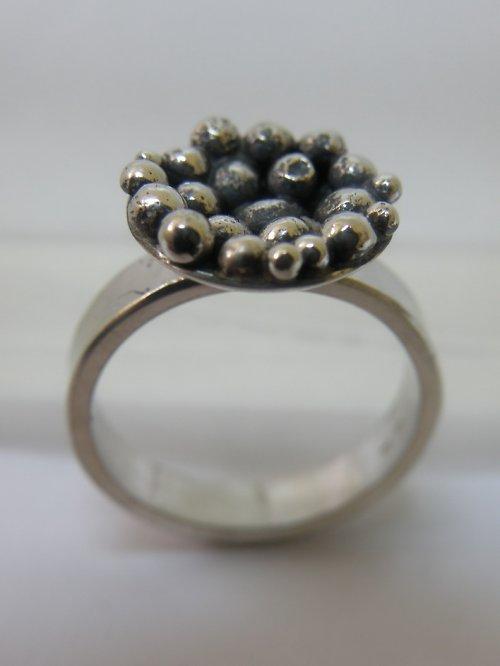 Kuličkový prsten
