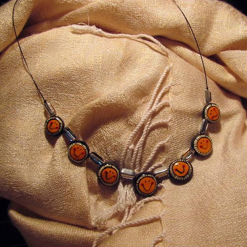 Keramický náhrdelník - sluníčka na šňůře
