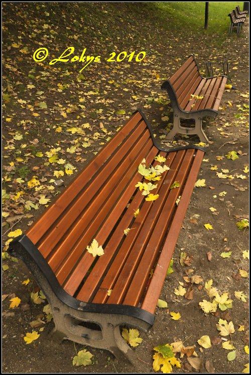 Na lavičky usedl podzim