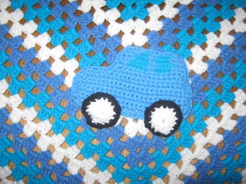 modrá deka s autíčkem