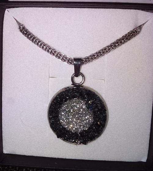 Náhrdelník s nebroušenými diamanty