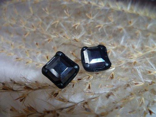 černé puzetky - čtverečky
