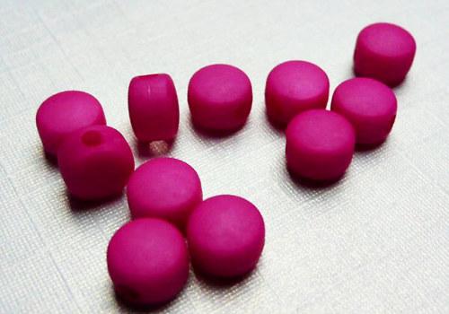 Plastové disky 6 mm - tm. růžová / 15 ks