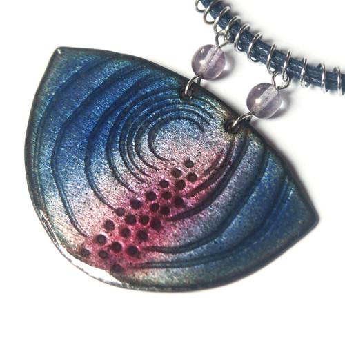 Purpurový záblesk - smaltovaný náhrdelník