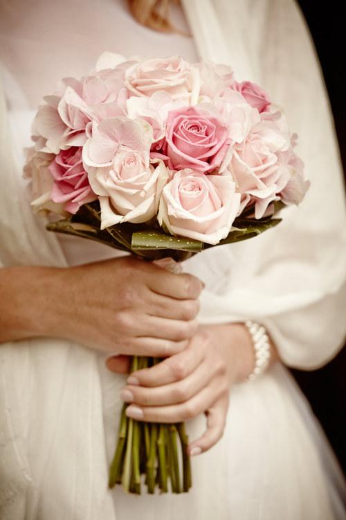Svatební kytice - hortenzie s růžemi