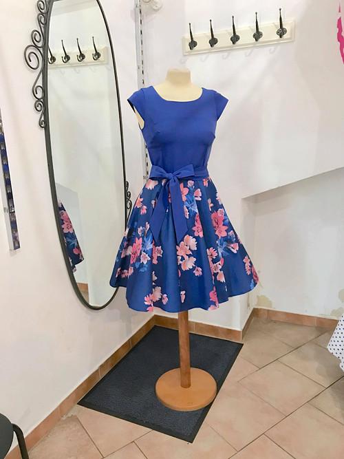 Retro šaty s kolovou sukní s kapsama