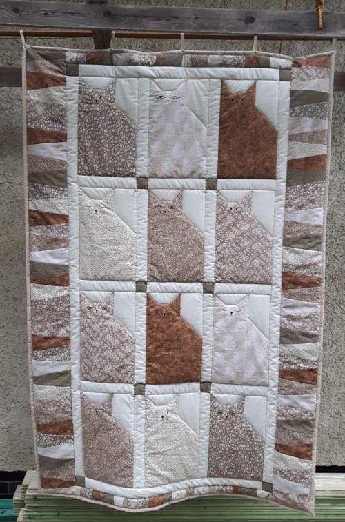 Dvanáct béžových koček  - patchworková deka+ 4 pol