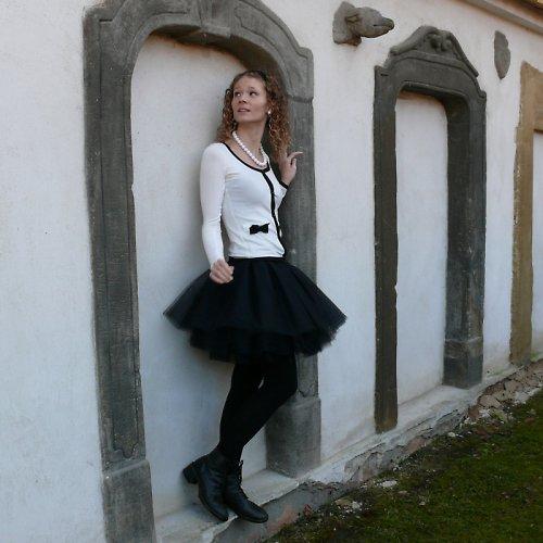 Černá tylová sukně