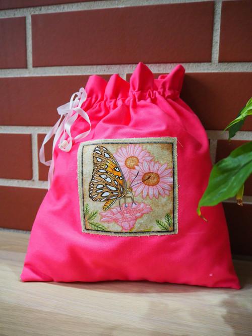 Růžový pytlík  s motýlem