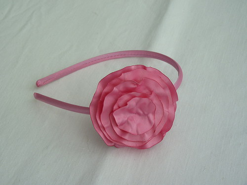 Růžová saténová čelenka