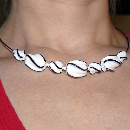 Kroucený náhrdelník - bílo-černý