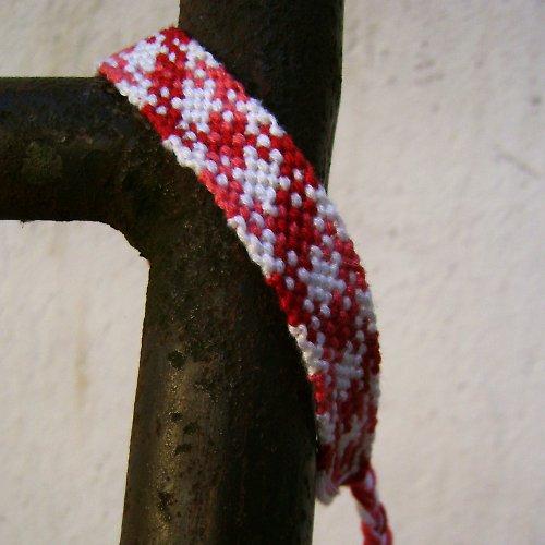 Červeně kostičkovaný
